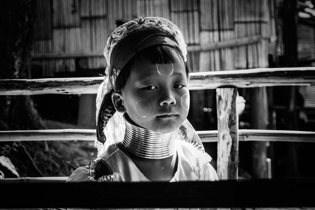 fotografía de viaje Tailandia niña jirafa
