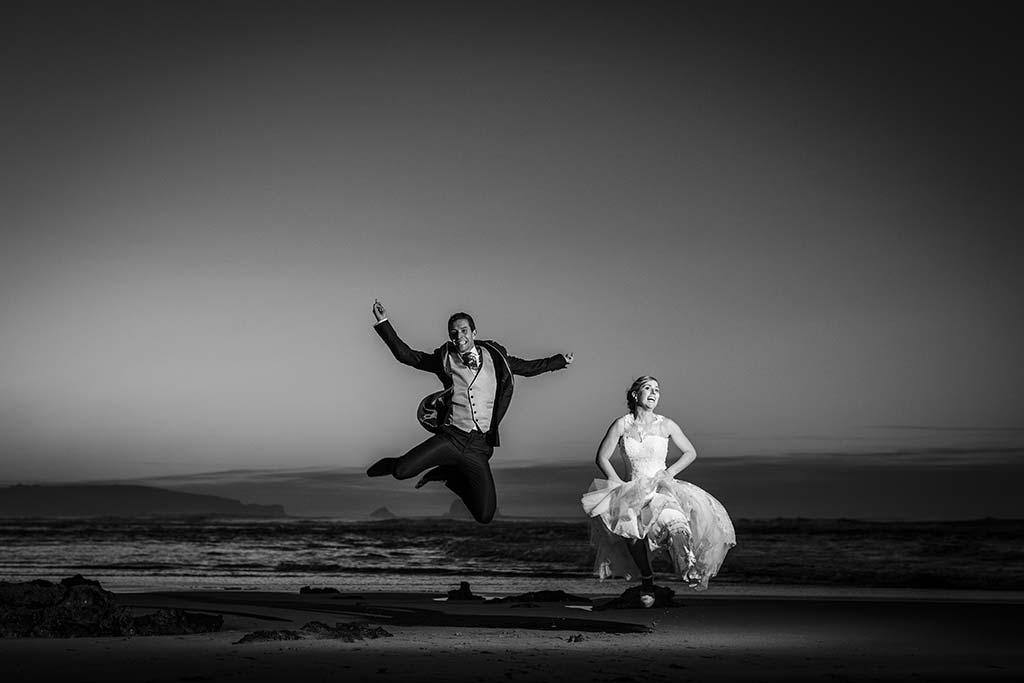 Fotos de bodas Santander Diana y Javier salto playa