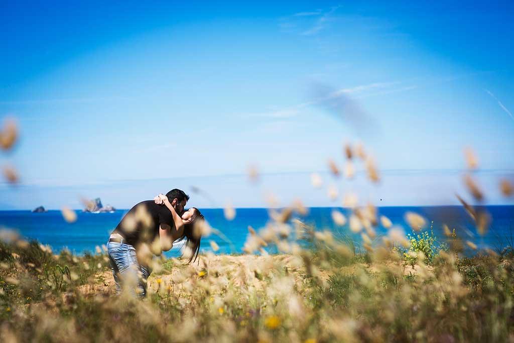 fotografo de bodas preboda liencres isa asier beso pelicula