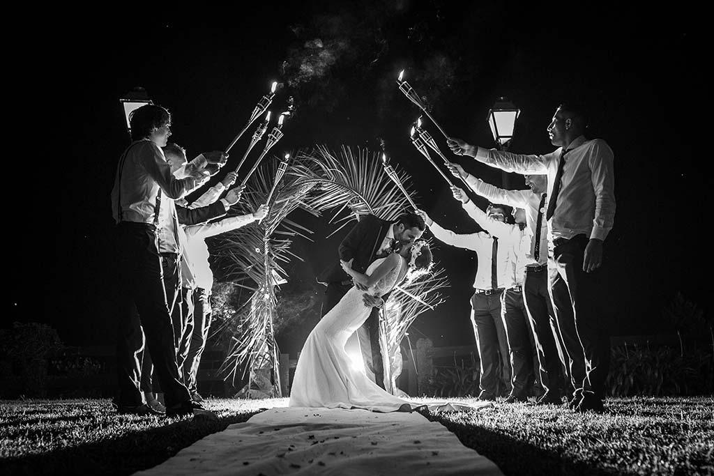 fotografo de bodas Cantabria Isa y Asier antorchas
