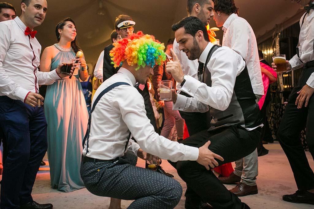 fotografo de bodas Cantabria Isa y Asier fiesta novio