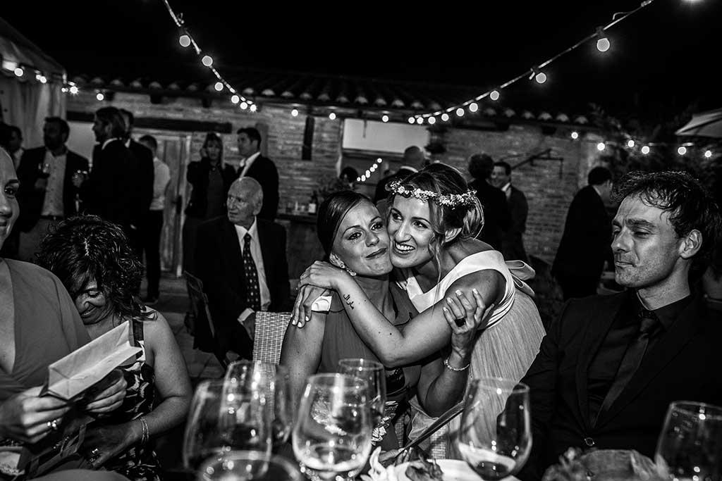 fotógrafo de bodas Cantabria amiga abrazo