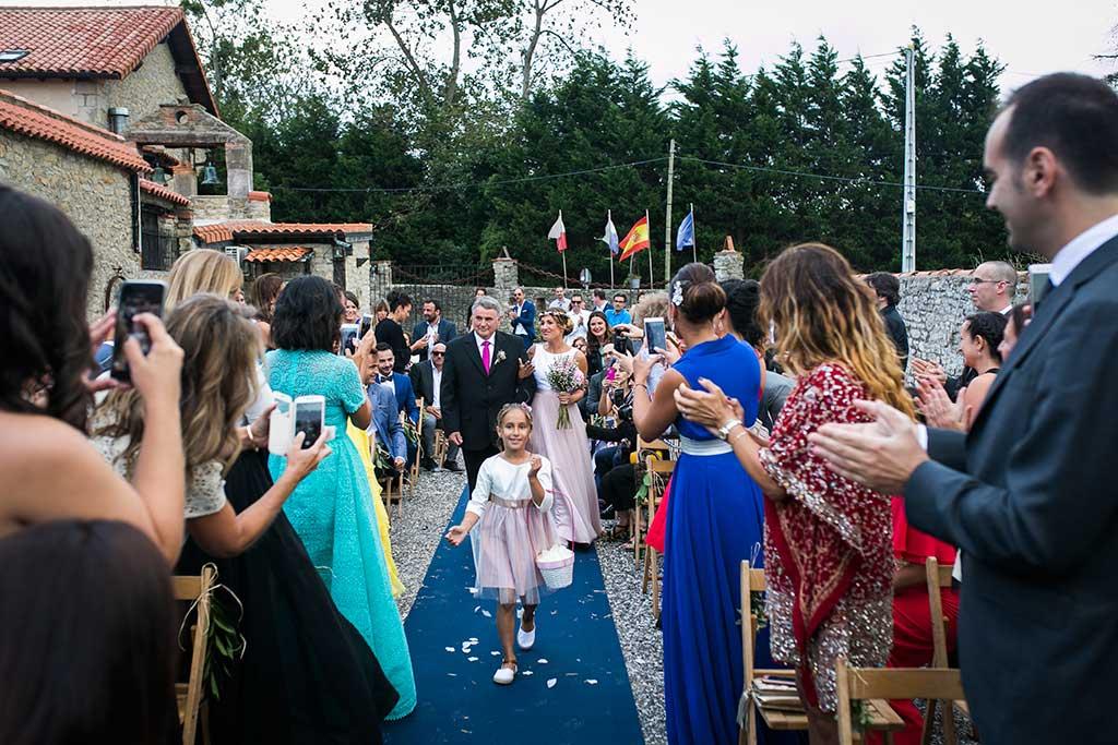 fotógrafo de bodas Cantabria entrada novia