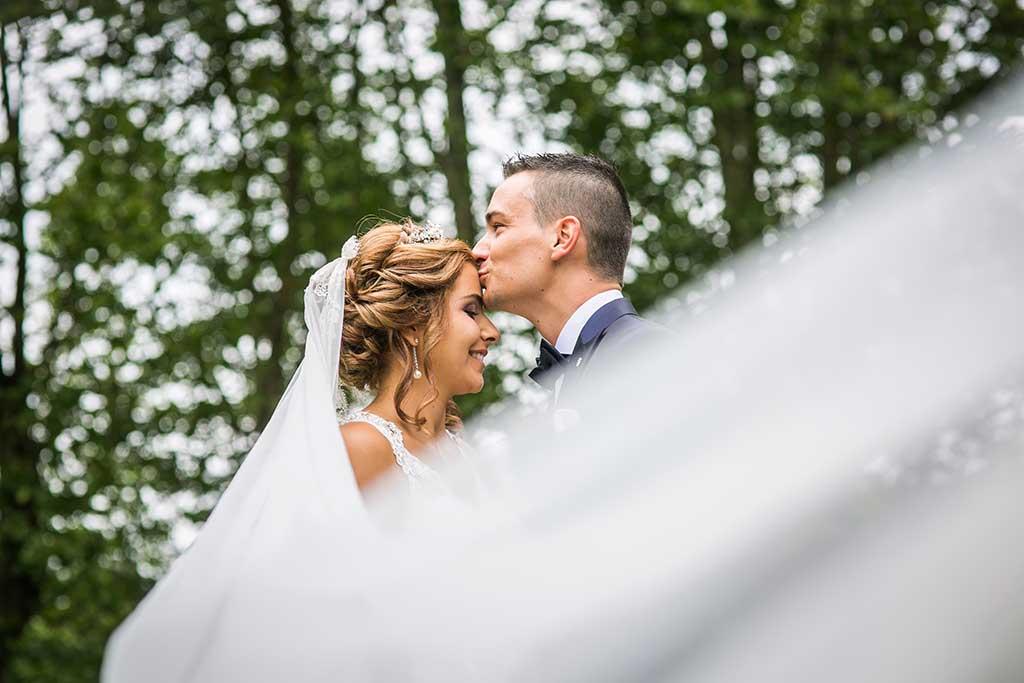 fotografo bodas Cantabria Andrea y Samuel beso frente