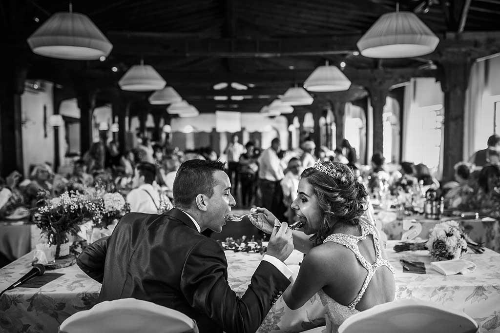 fotografo bodas Cantabria Andrea y Samuel tarta