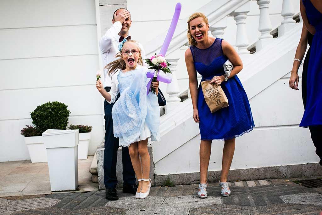 fotógrafo de bodas Santander Sandra y Fran recoge el ramo