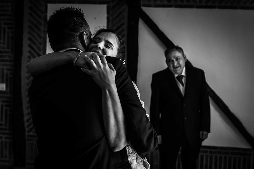fotógrafo de bodas Cantabria Sara y Luis abrazo hermano