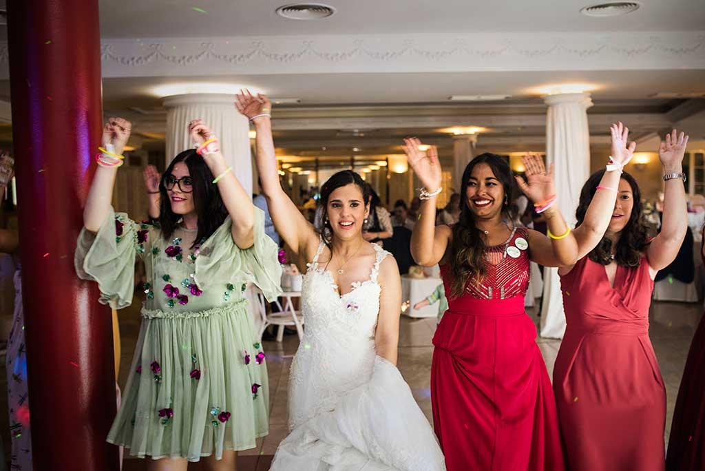 fotógrafo de bodas Cantabria Sara y Luis fiesta chicas