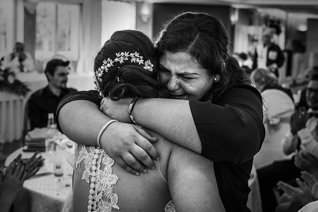 fotógrafo de bodas Cantabria Sara y Luis abrazo