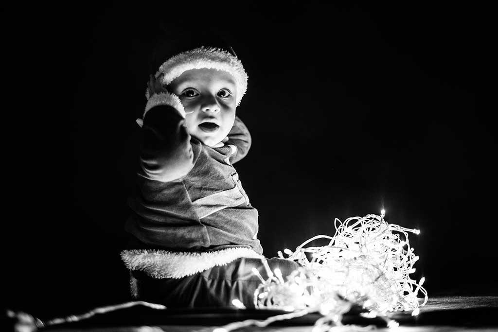 fotos de bebes navidad Marcos Greiz Enzo luces blanco y negro