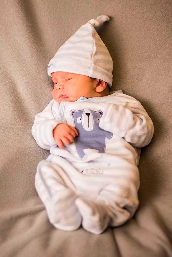 fotos de bebes recien nacido enzo tumbado
