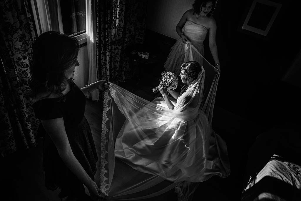 fotografo de bodas en Cantabria Maria y Borja amigas