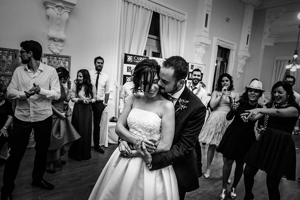 fotografo de bodas en Cantabria Maria y Borja baile novios