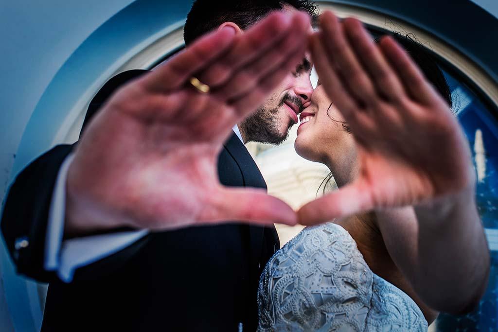 fotografo de bodas en Cantabria Maria y Borja caricias