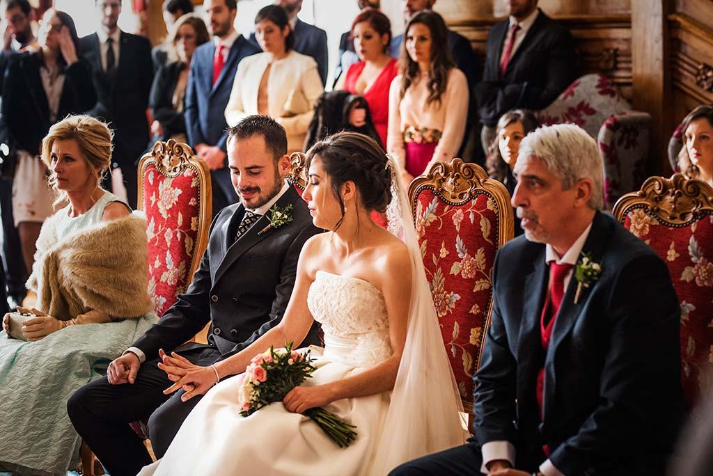 fotografo de bodas en Cantabria Maria y Borja manos