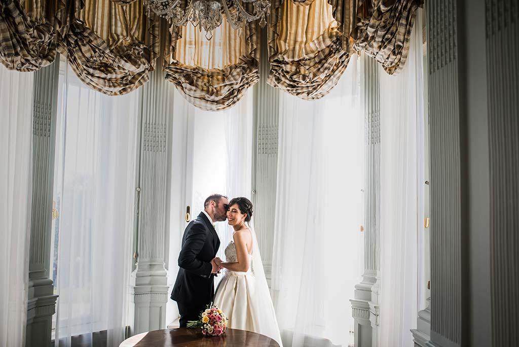 fotografo de bodas en Cantabria Maria y Borja ventana