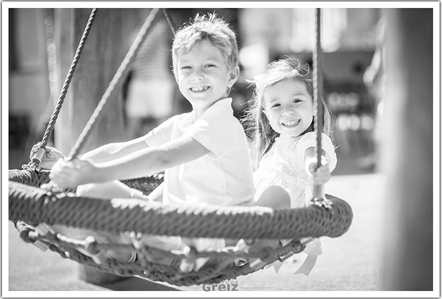 fotografo-niños-santander-hermanos-columpio