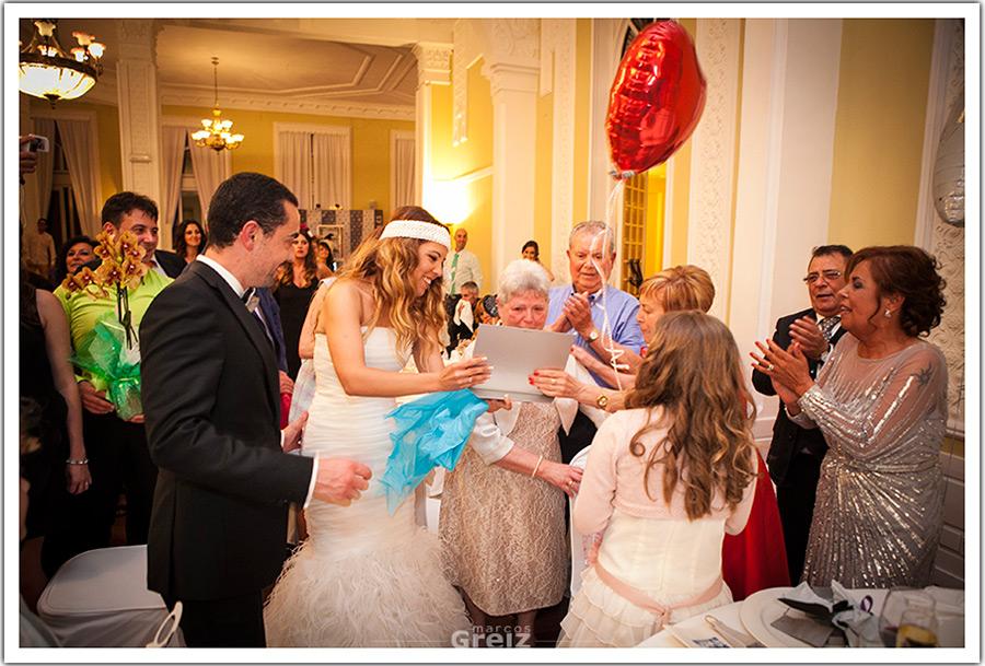 fotografos-bodas-santander-cantabria-abuela-regalo