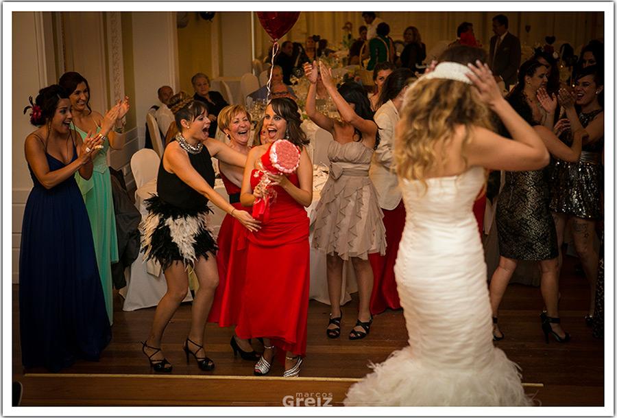 fotografos-bodas-santander-cantabria-lanzamiento-ramo-hermana