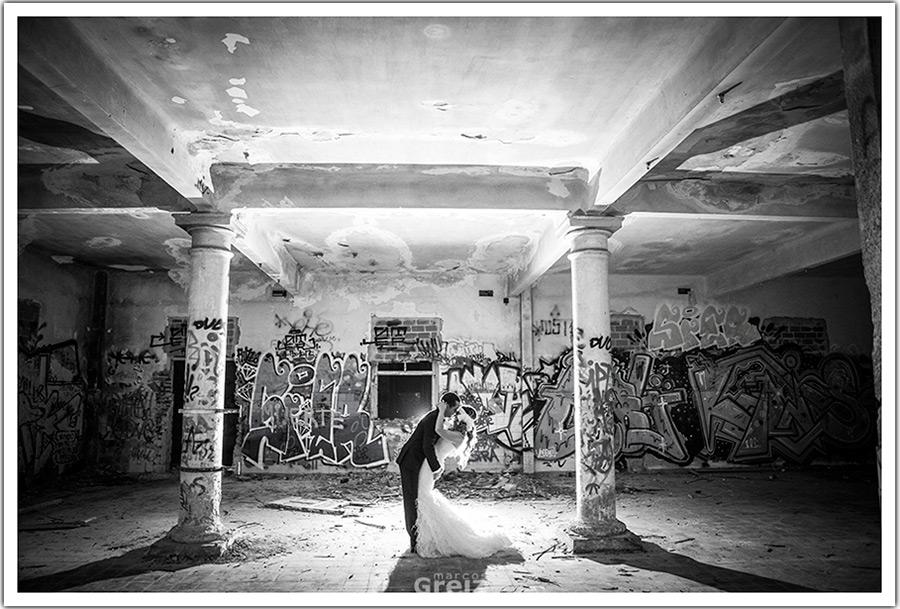 fotografos-bodas-santander-cantabria-postboda-original-grafitis-beso