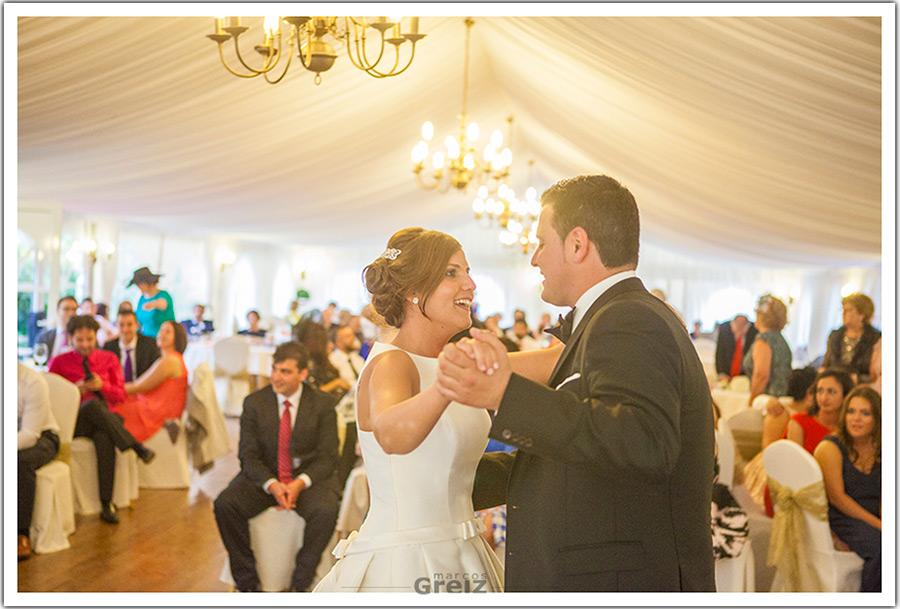 fotografo-bodas-santander-cantabria-marian-alberto-baile-novios-caranceja