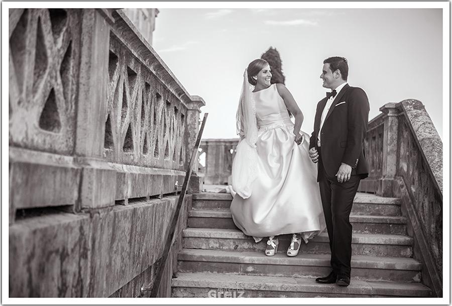 fotografo-bodas-santander-cantabria-mya-bajar-escalera