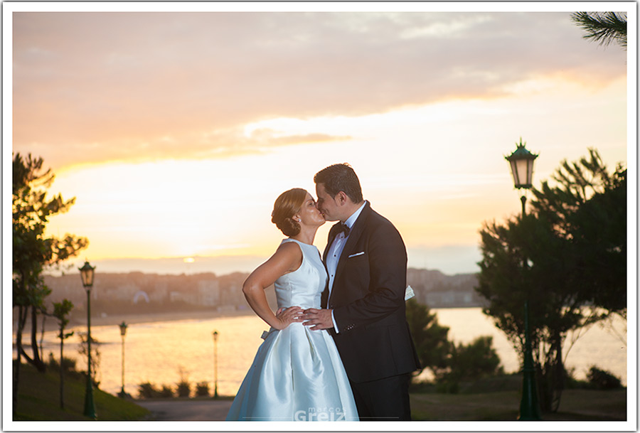 fotografo-bodas-santander-cantabria-mya-beso-atardecer