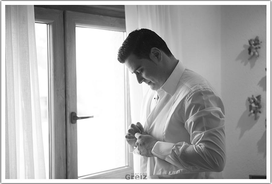 fotografos-bodas-santander-cantabria-camisa-novio