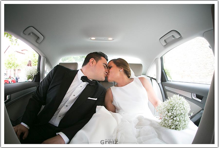 fotografos-bodas-santander-cantabria-marian-alberto-beso-coche