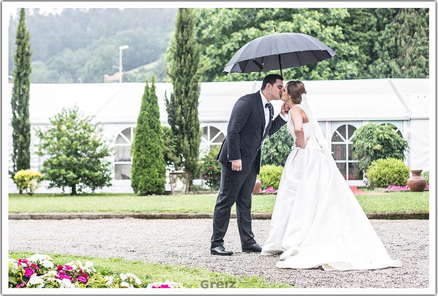 fotografos-bodas-santander-cantabria-marian-alberto-beso-lluvia