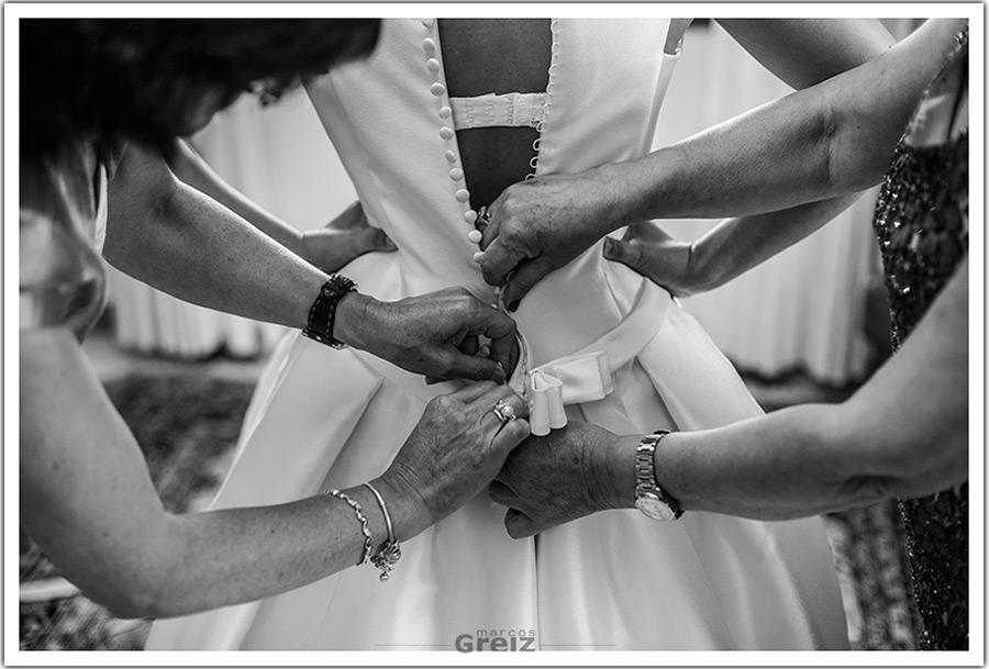 fotografos-bodas-santander-cantabria-marian-cerrar-vestido