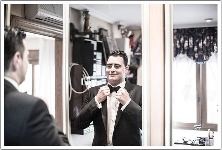 fotografos-bodas-santander-cantabria-novio-espejo