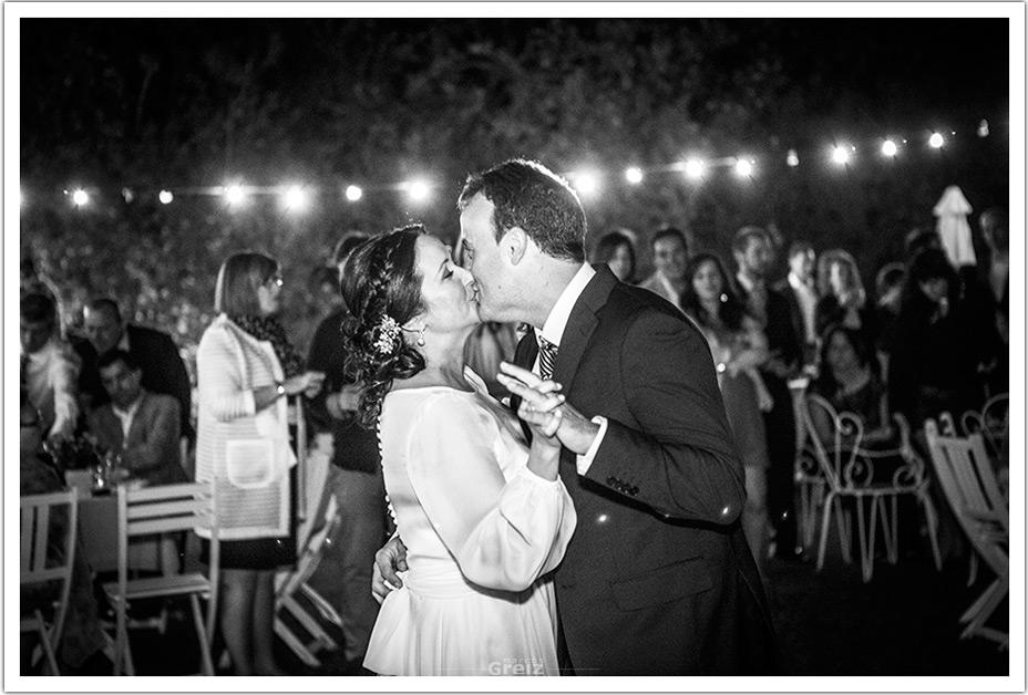 fotografos-bodas-santander-raquel-david-beso-baile