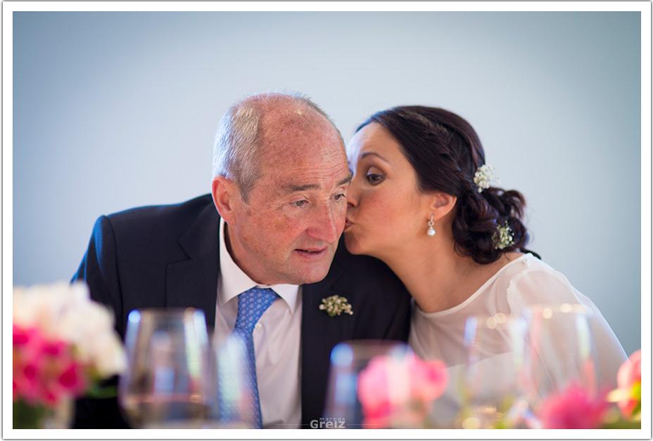 fotografos-bodas-santander-raquel-david-beso-padrino