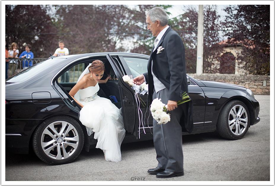 fotografo-bodas-santander-cantabria-fraguas-novia-coche