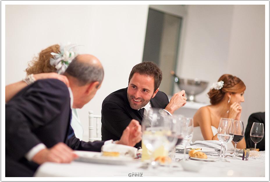 fotografo-bodas-santander-cantabria-fraguas-novio-comedor