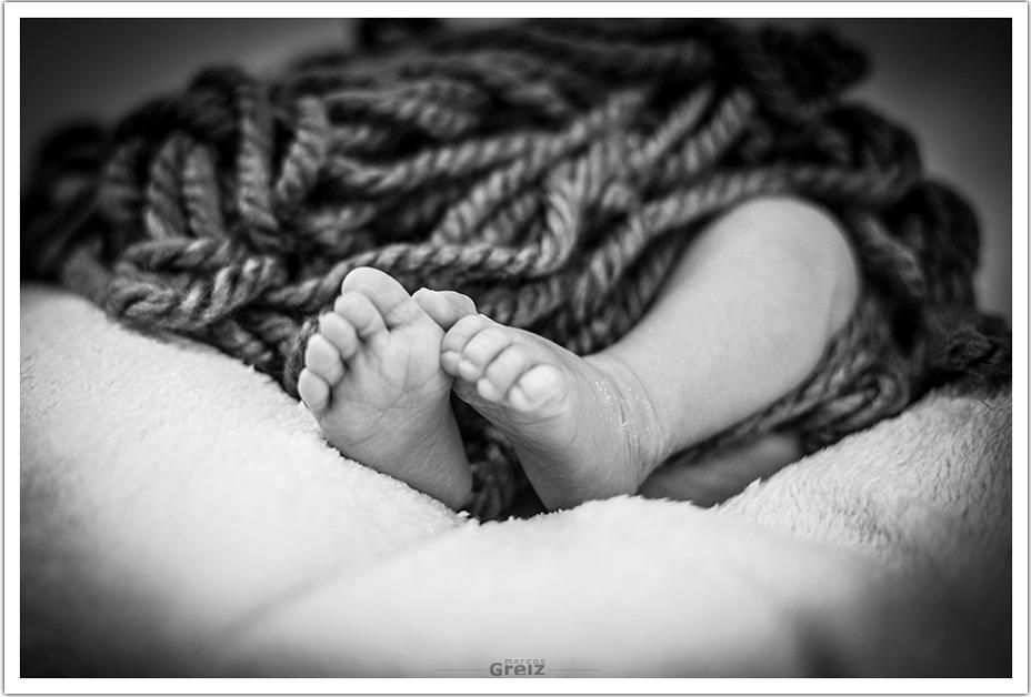 fotografia-recien-nacido-santander-mateo-pies-lana
