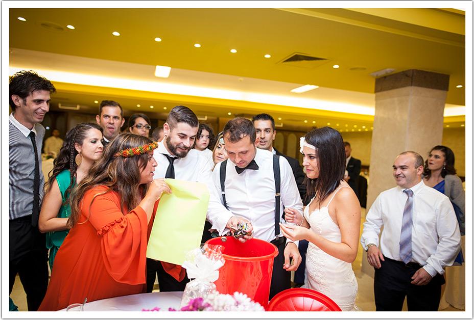 fotografos-bodas-cantabria-amigos-regalos-divertidos-byr
