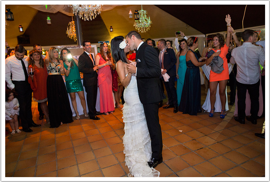 fotografos-bodas-cantabria-baile-beso-byr