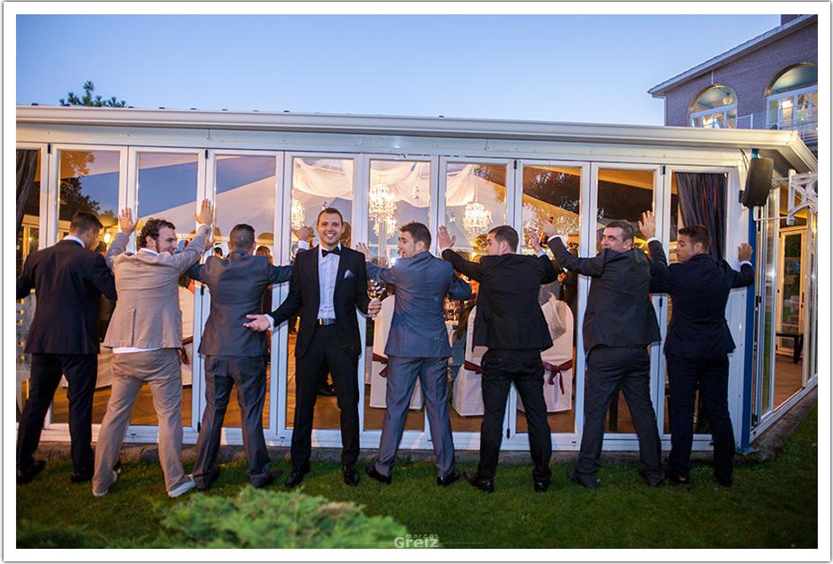 fotografos-bodas-cantabria-byr-chicos-pared