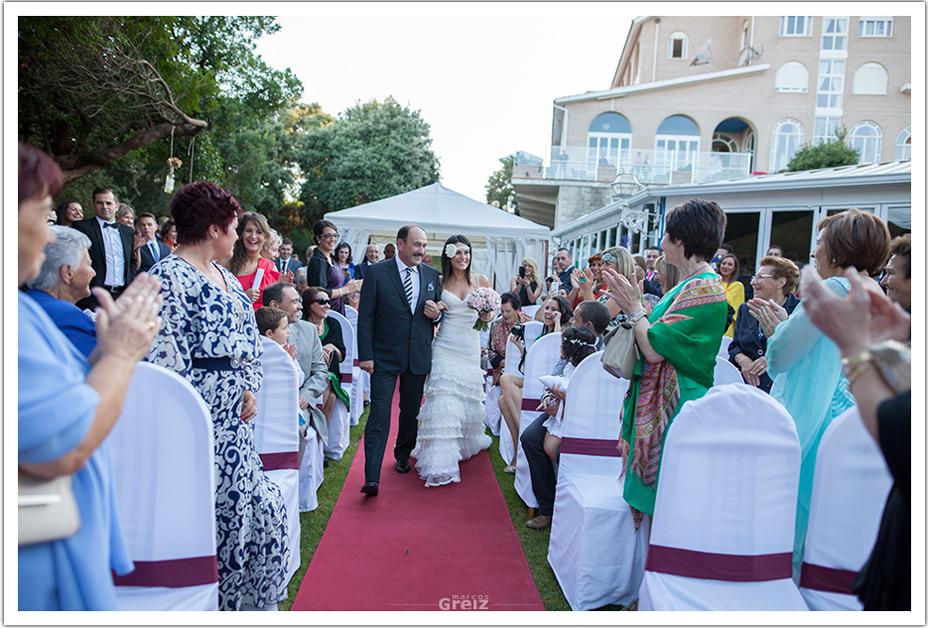 fotografos-bodas-cantabria-byr-entrada-novia