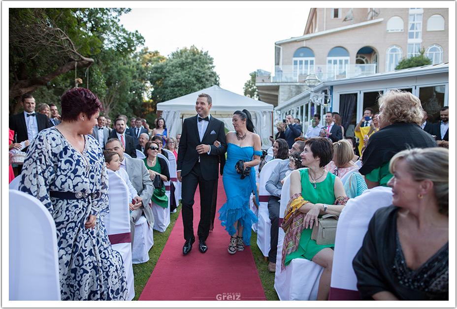 fotografos-bodas-cantabria-byr-entrada-novio