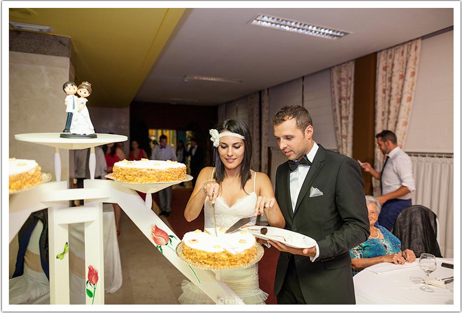 fotografos-bodas-cantabria-corte-tarta-byr