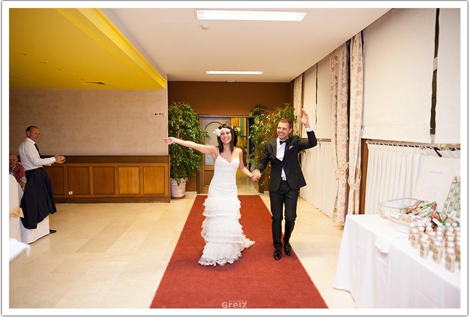 fotografos-bodas-cantabria-entrada-novios-byr
