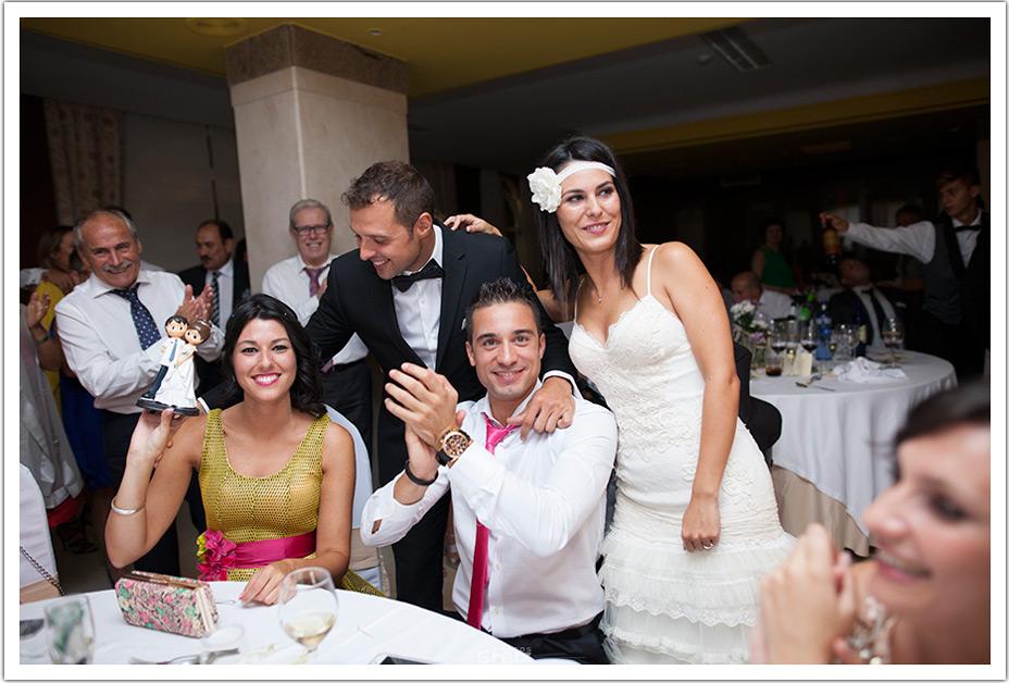 fotografos-bodas-cantabria-entrega-muñecos-byr