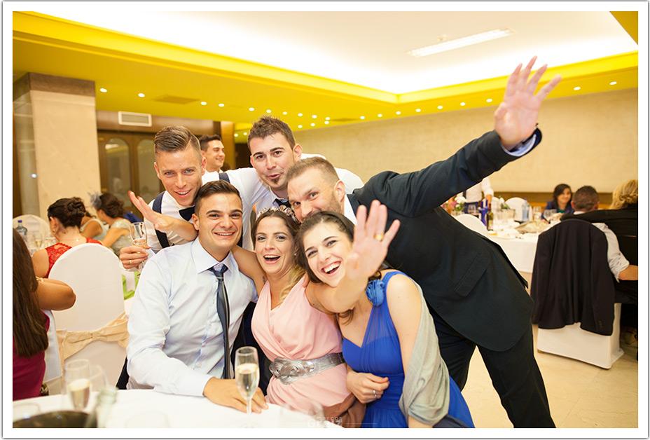 fotografos-bodas-cantabria-invitados-chicos-byr