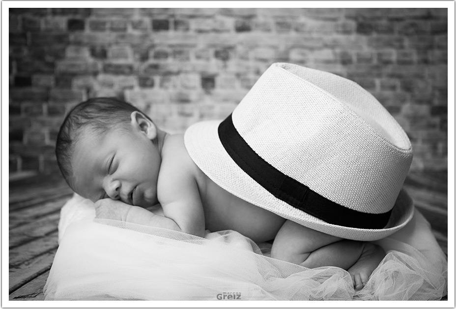 fotografos-santander-cantabria-recien-nacido-marco-marcos-greiz-sombrero