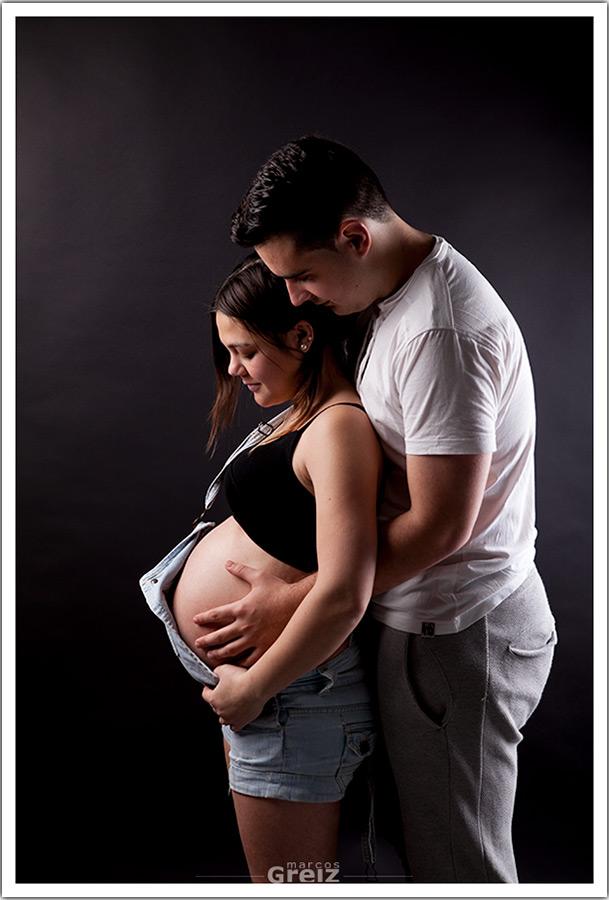 fotografo-embarazo-santander-marcos-greiz-mama-papa-color