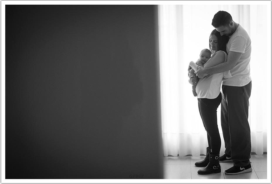 fotografo-recien-nacido-santander-marcos-greiz-adaia-familia-feliz