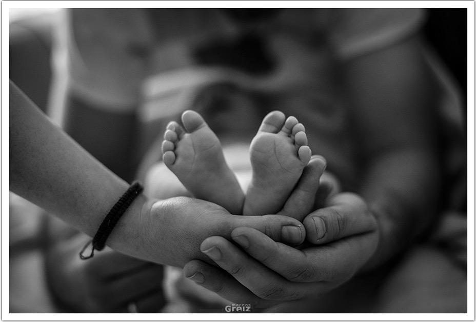fotografo-recien-nacido-santander-marcos-greiz-adaia-manos-tres